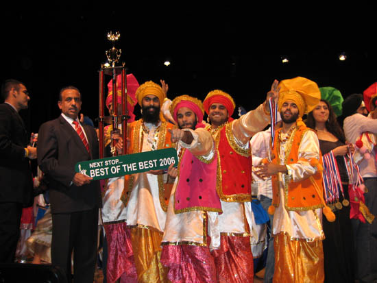 bhangra history Traditional bhangra/folk dance of majha the origins of traditional bhangra are speculative according to dhillon (1998), bhangra is related to the punjabi dance ' bagaa' , which is a martial.